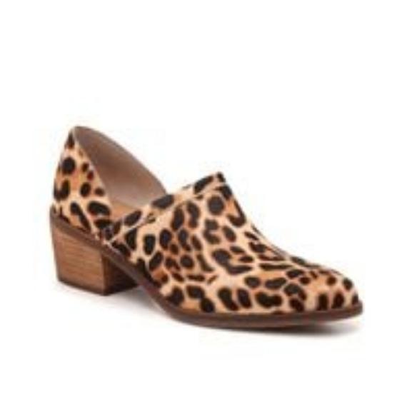 *Sold*Crown Vintage Morrison Leopard Bootie Size 9M
